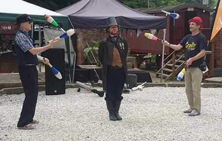 Juggling fun and entertainment on steampunk event in Nottingham